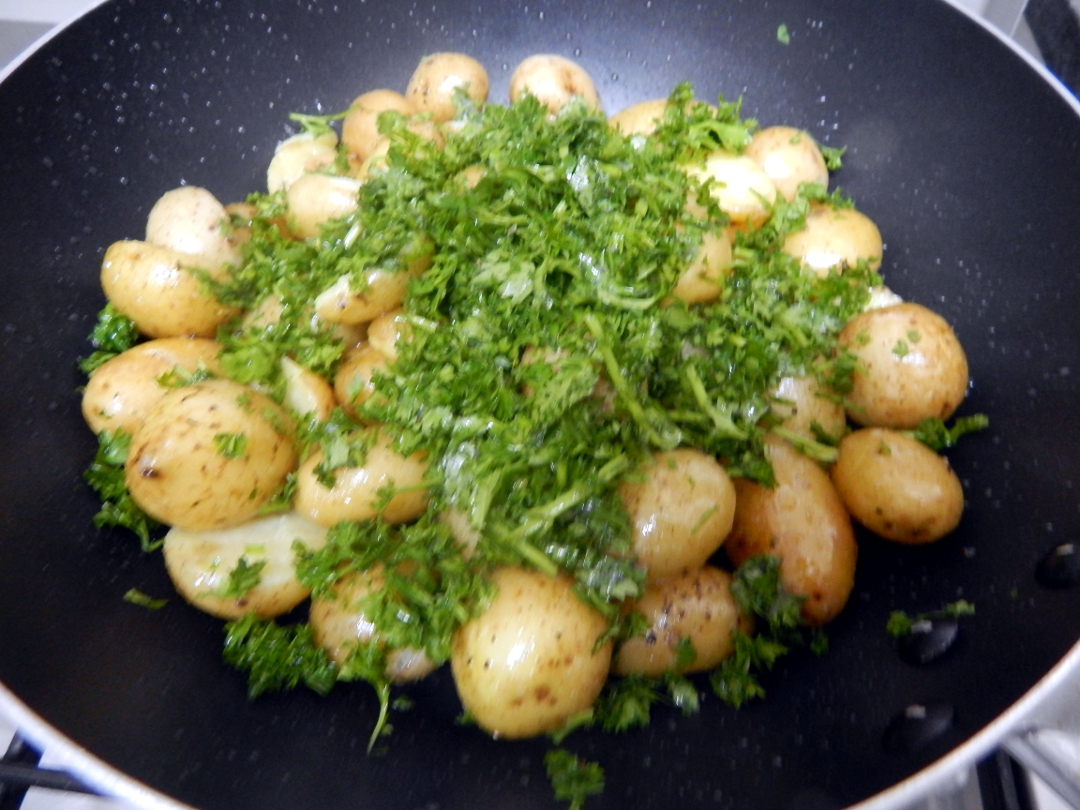 herb and spice new potatoes10