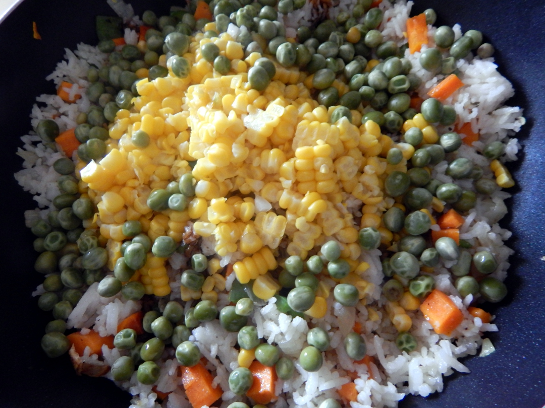 sweetcorn and pea fried rice 10