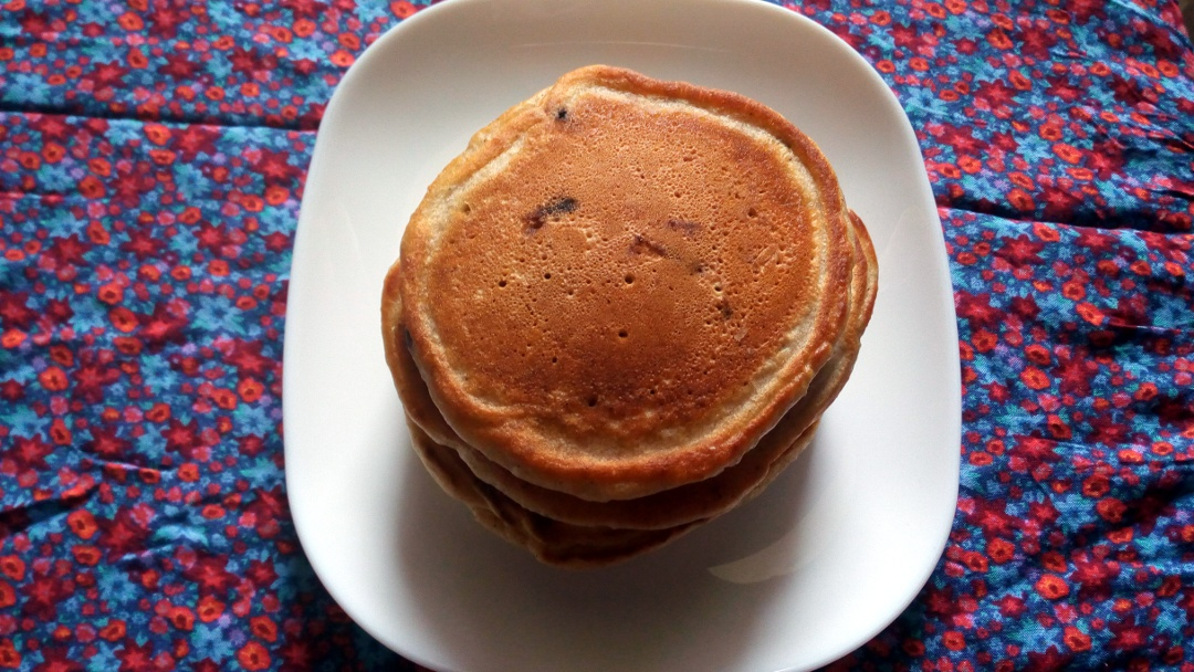 cinnamon-chocolate-chip-pancakes