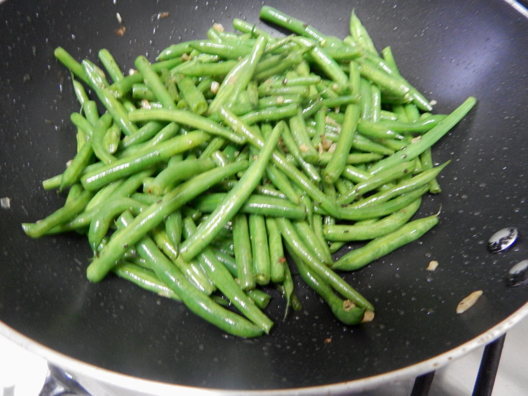 garlic-french-beans-peanuts-leotunapika-3