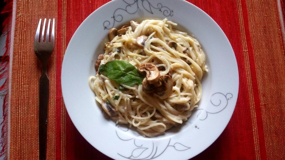 creamy-garlic-mushroom-spaghetti
